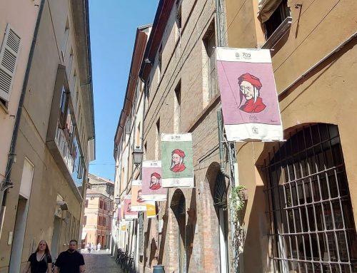 Le tele dedicate a Dante vestono Via Mentana